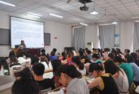 张志凤老师正在上课
